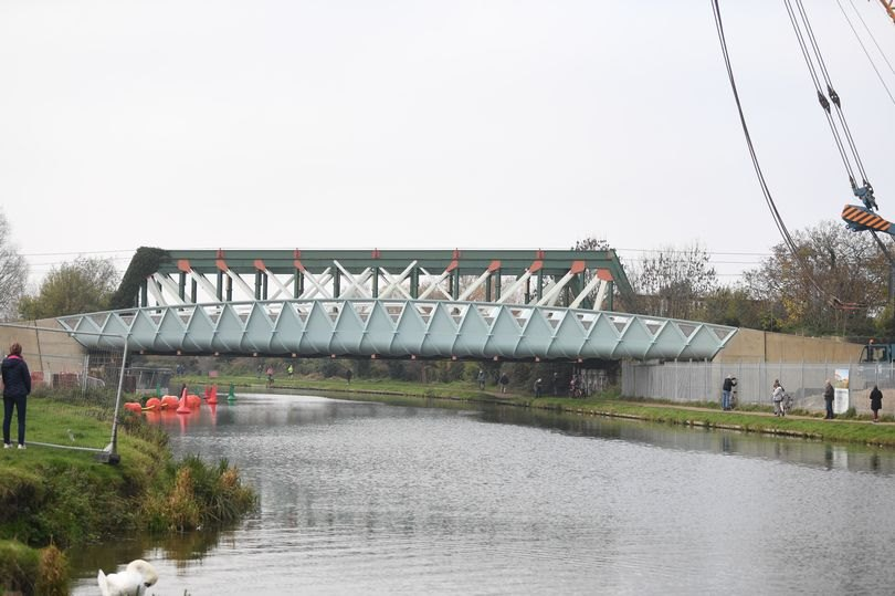 Tarmac successfully installs new bridge in Cambridge for major new sustainable transport scheme