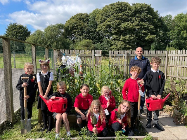 School children grow their gardening skills after a donation from Tunstead Quarry